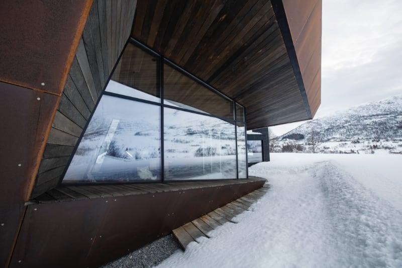 black-lodge-glassfasade-vinterdag
