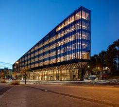 Avanserte glassfasader på Finansparken i Stavanger