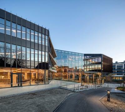 Glassfasaden på Finansparken i Stavanger
