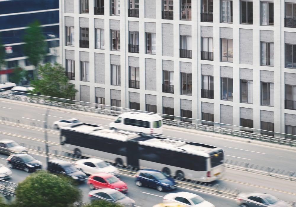 Glassfasader i urbane trafikkerte miljø